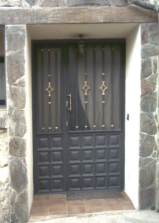 Puertas de hierro de entrada latest tendencias en puertas for Puertas de entrada de hierro
